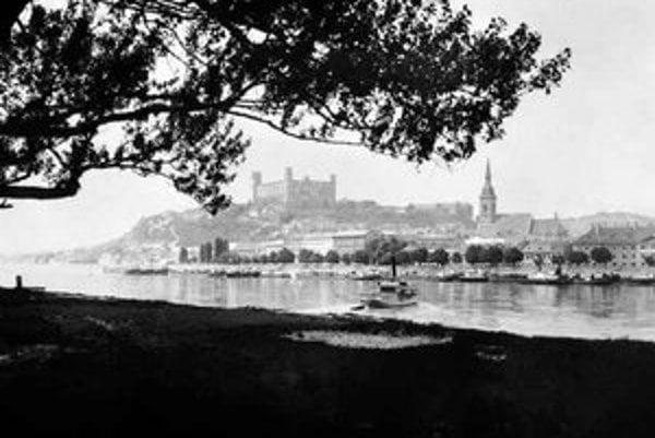 Bratislava nie je Wilsonovo, ale na petržalskom brehu sa koná festival Wilsonic. Záber je z roku 1925.
