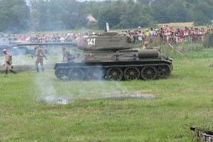 Sobotňajšia bitka v Starom Tekove sa odohrala na mieste, kde sa počas druhej svetovej vojny bojovalo.