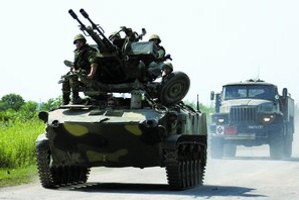 Ruskí vojaci neďaleko abcházskeho mesta Gal. Presúvajú sa smerom ku gruzínskemu Tbilisi.