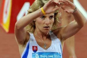 Lucia Klocová na štarte semifinále osemstovky.