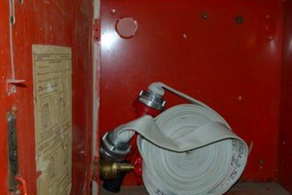 Vo vykradnutých hydrantoch nahradili hliníkové prúdnice plastovými.