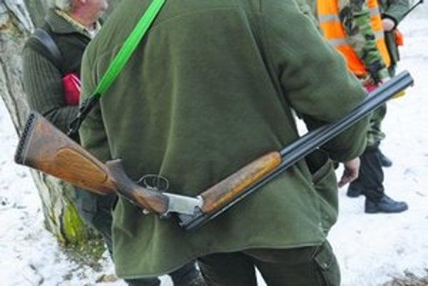 Do 30. apríla musia držitelia zbraní a streliva absolvovať testy u klineckého psychológa.