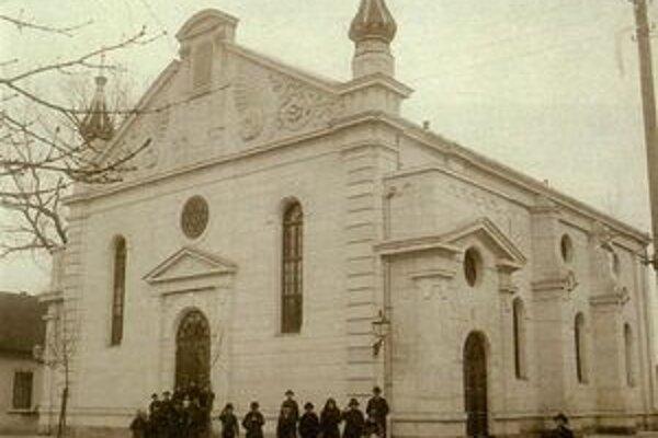 Pohľad na synagógu v roku 1901.