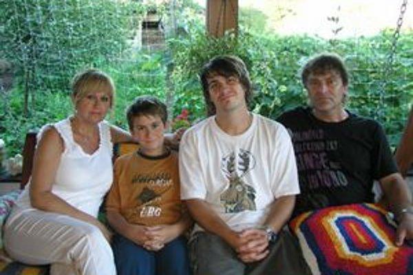 Beata Bazalová sa venuje rodine, škole a písaniu.
