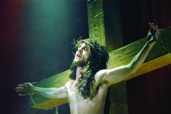 Oldřich Smysl ako Ježiš Nazaretský v brnianskej inscenácii muzikálu Jesus Christ Superstar.
