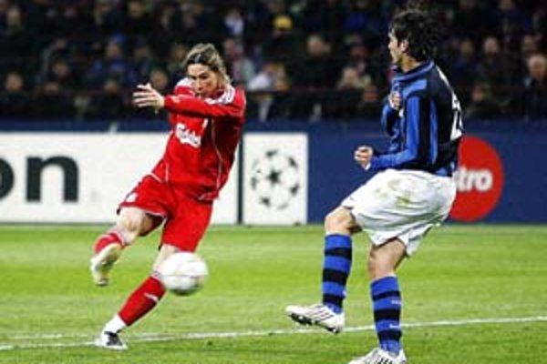 Fernando Torres strieľa víťazný gól v Miláne. Liverpool postúpil do štvrťfinále.