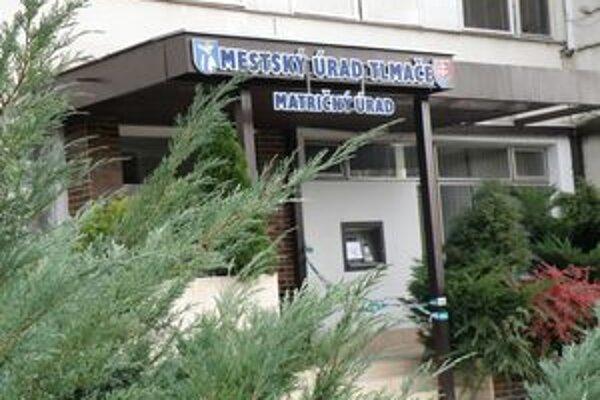 Zlodeji mali dopredu zmapovaný terén aj bezpečnostné zariadenia, ktoré istia mestský úrad aj bankomat vedľa vstupu do budovy.