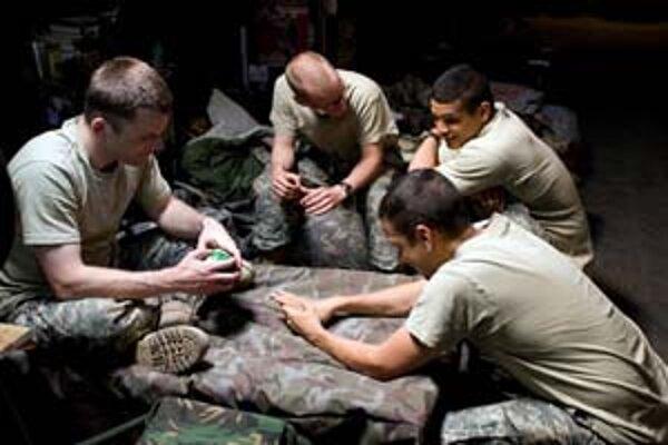 Ten lepší prípad je, keď sa americkí vojaci v irackom mestečku iba nudia.
