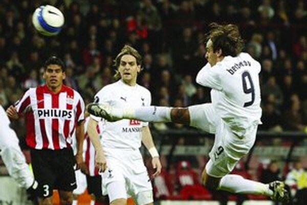 Dimitar Berbatov (vpravo, Tottenham) dal jediný gól z hry v zápase Eindhoven - Tottenham – 0:1.
