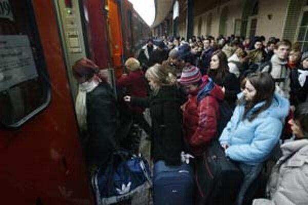 Železnice sa pripravujú na nápor cestujúcich.