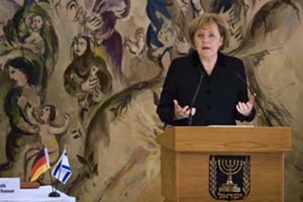 Nemecká kancelárka Merkelová sa počas prejavu pokúsila o pár viet v hebrejčine.