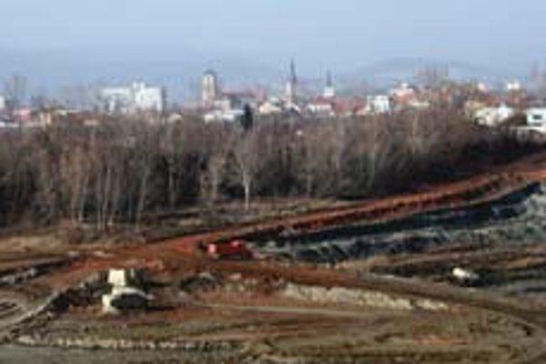 Plánovaná skládka v Pezinku dala podnet na verejnú diskusiu o odpadoch.
