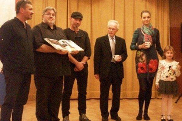 Zľava Jozef Jagušák, Stanislav Bellan, Milan Mikula, Štefan Mocko, Ivona Klimentová a Lucka Hluchá.