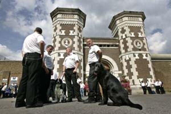 Proti zmrazovaniu platov vlani štrajkovali aj väznice.