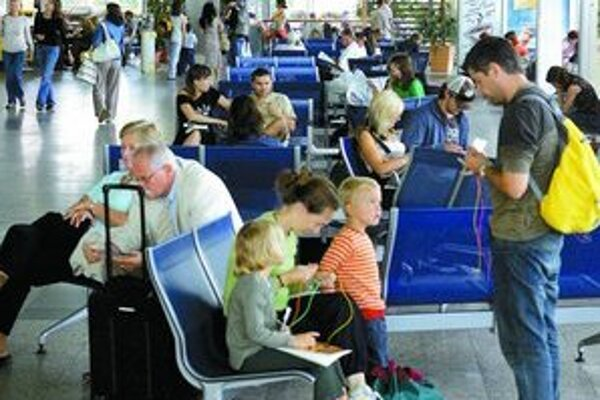 Nový terminál na bratislavskom letisku postaví štát. Financovať sa bude z úverov a príspevku zo štátnych aktív.