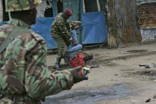 Počas druhého dňa protestov v Nairobi polícia údajne zastrelila sedem ľudí.