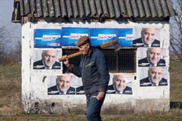 Európa sleduje srbské voľby pozorne. Obáva sa víťazstva radikála Nikoliča.