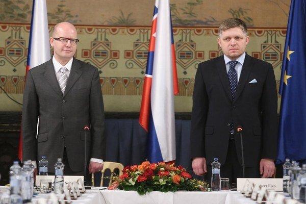 Český premiér Bohuslav Sobotka a slovenský Robert Fico.