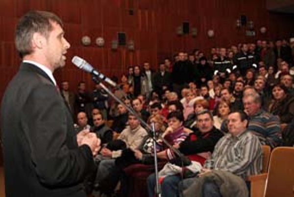 Na verejnom zhromaždení informovalo vedenie mesta obyvateľov o súhlasnom stanovisku ministerstva k výstavbe elektrárne. Zástupcovia spoločnosti sa na stretnutí nezúčastnili.