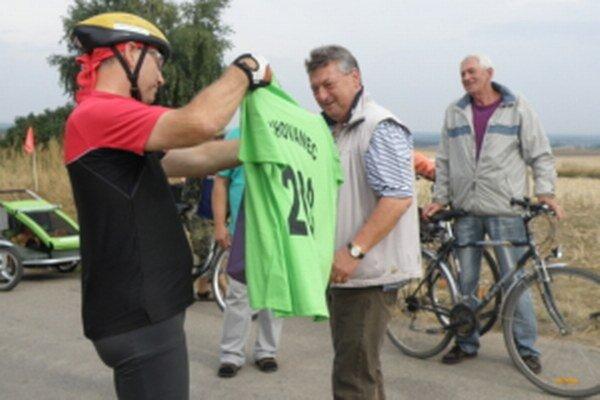 Stanislav Chovanec (uprostred) pri otváraní jednej z nových cyklotrás.