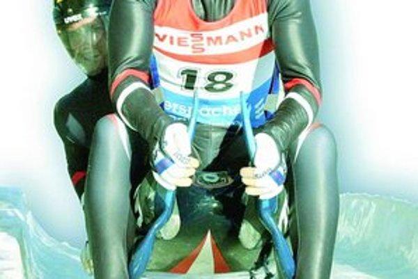 Ľubomír Mick (vpredu) ešte z čias aktívnej činnosti. S Walterom Marxom mladším skončili na MS raz siedmi, dvakrát ôsmi a na ZOH na 9. (2002) a na 13. mieste (2006).