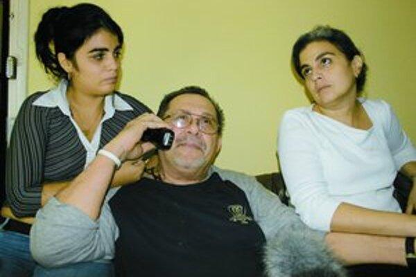 Hector Ruiz s manželkou Giselou Delgado a dcérou vo svojom byte v Havane.