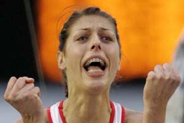 Blanka Vlašičová (24) je skokanka plná emócií. Neprehrala od júna 2007 a verí, že neprehrá ani dnes v Banskej Bystrici. Predvlani skončila prvá a pred rokom štvrtá.