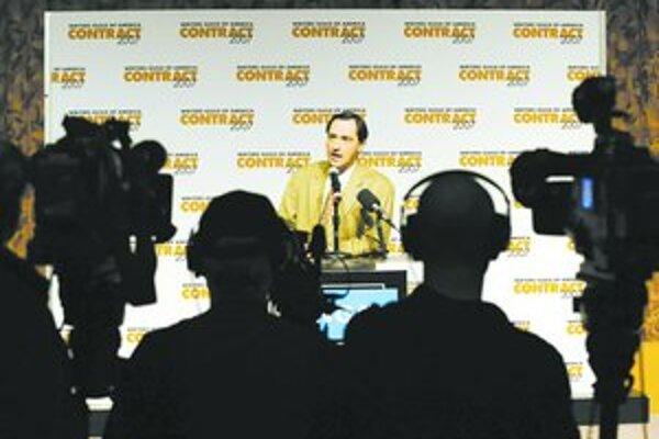 Zástupca scenáristov Patrick Verrone mohol v utorok oznámiť, že štrajk v Hollywoode bol úspešný a skončil sa.