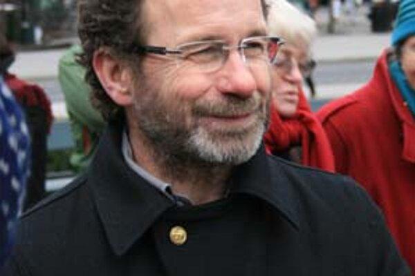 Nórsky spisovateľ Per Petterson (1952) má na konte šesť kníh noviel a románov, mnohé preložené. Titul Poďme kradnúť kone (2003) získal najvyššie dotovanú európsku cenu The International IMPAC Dublin Literary Award.