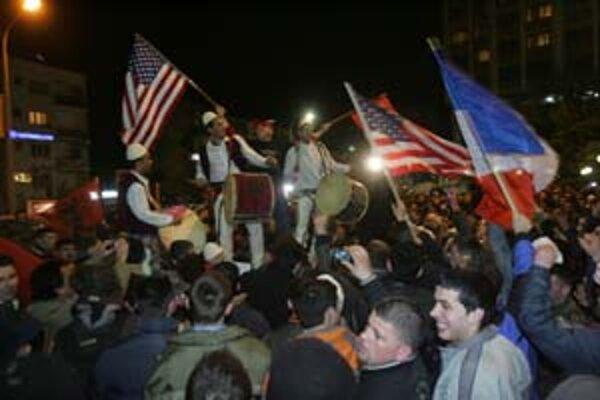 Kosovčania včera oslavovali po druhýkrát, keď ich Američania uznali.