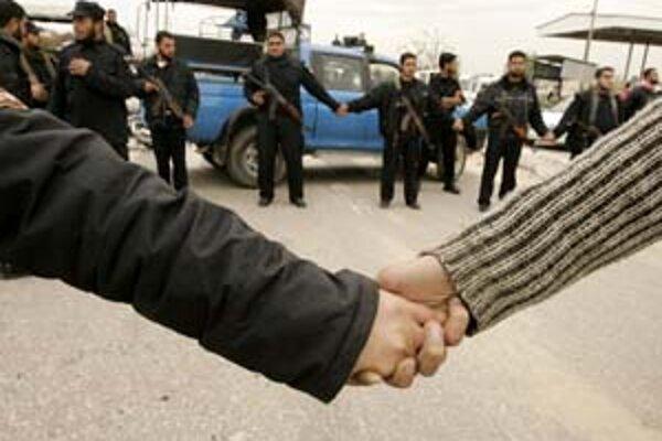 Živá reťaz mala obsiahnuť 40 kilometrov na protest proti izraelskej blokády pásma Gazy. Účasť však bola slabá.