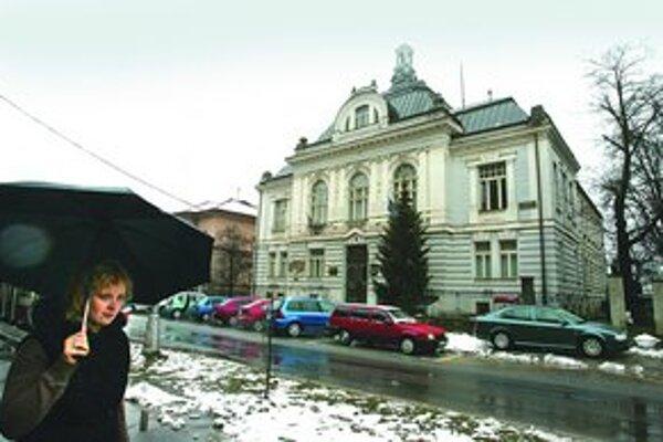 Krajský súd v Banskej Bystrici rozhodol, že mesto nemôže tajiť zmluvy mestských firiem.