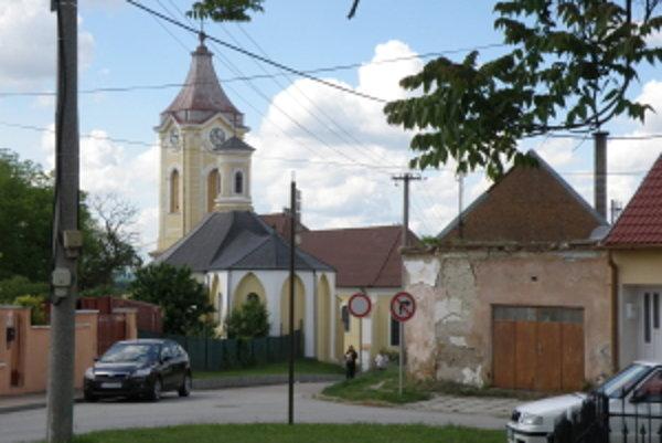 Hurbanova ulica vyúsťuje do jedného z najkrajších zákutí mesta - Loretánska kaplnka a kostol Božského srdca Ježišovho.