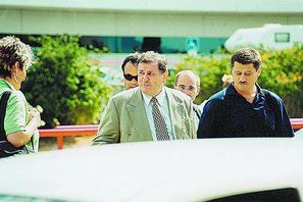 Vladimír Mečiar a Milan Bališ (vpravo) cestou na oslavu narodenín Alexandra Rezeša v španielskom Alicante.