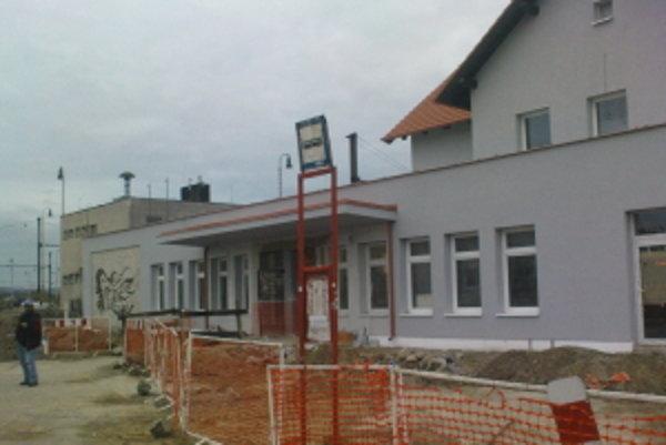 Budova železničnej stanice v Senici.