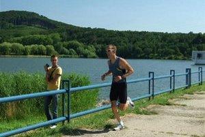 Športovo-náučné chodníky budú mocť využívať bežci aj turisti.