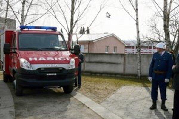 Jedno auto dostali jablonickí dobrovoľní hasiči v marci tohto roku.
