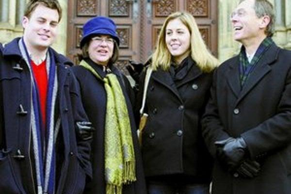Švejnar si rodinu založil v emigrácii v Spojených štátoch. Na snímke s manželkou Kathy, dcérou Laurou a synom Danielom.