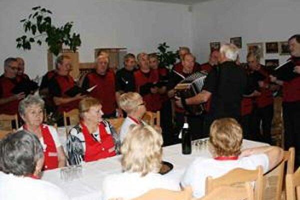 Katarínska zábava v Klube seniorov.