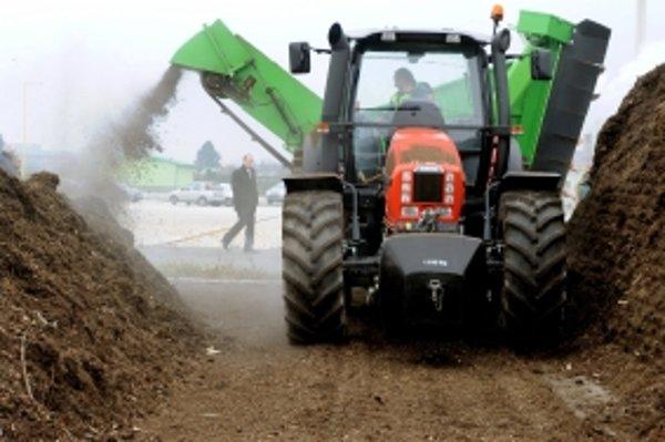 Občania a mesto budú mať možnosť získať z kompostárne hnojivo do záhrad a záhonov.