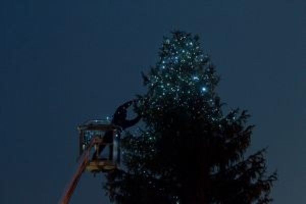 Vianočný stromček bude žiariť aj v Hlbokom.