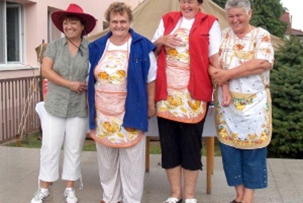 """Seniorky potvrdili svoje dlhoročné skúsenosti """"tancovania"""" okolo šporáku druhým miestom."""