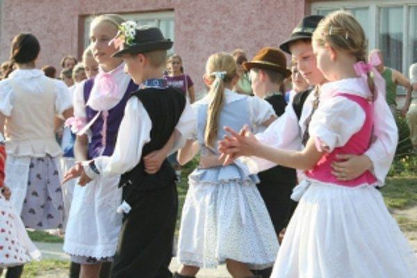 Detský folklórny súbor Nádej slávi 15. narodeniny.