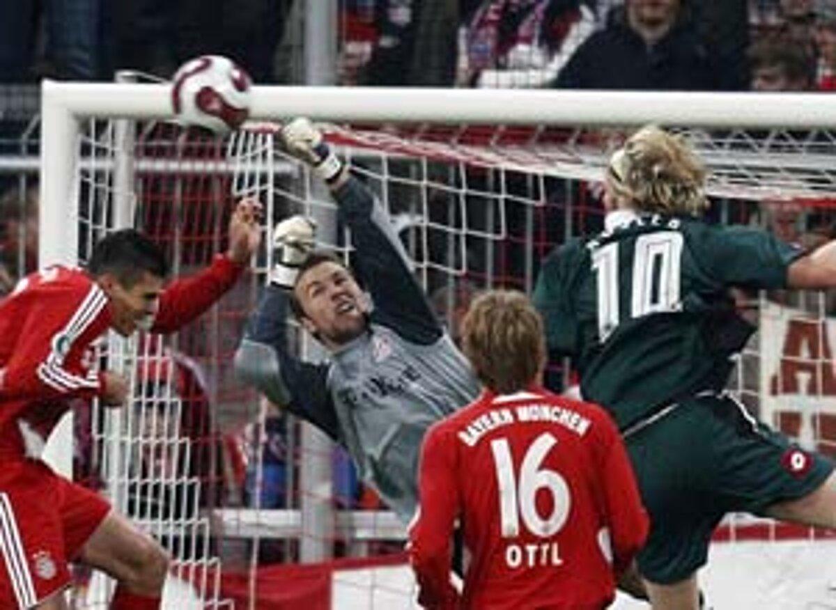 42304aecf5a25 V Nemeckom pohári zvíťazil Bayern nad Mönchengladbachom 3:1.(Zdroj: REUTERS)