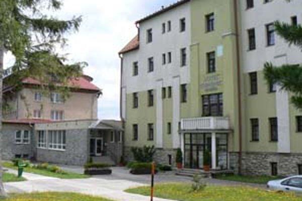 V ubytovacích zariadeniach štátnych orgánov oddychujú zväčša ich zamestnanci. V tatranskom rekreačnom zariadení ministerstva vnútra Kremenec  sa môžu ubytovať aj súkromné osoby.