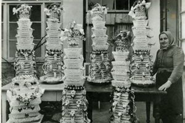 Skalická vysoká torta v minulosti nemohla chýbať na žiadnej svadbe v Skalici.