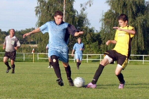 Zo zápasu 3. kola Hlboké - Dubovce.