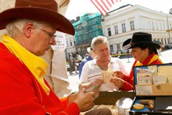 Adresátom v Európe aj v USA doručí pozdravy legendárna konská pošta Pony Express.