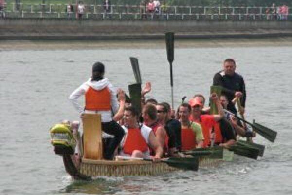 Súťažiaci veslovali s plným nasadením
