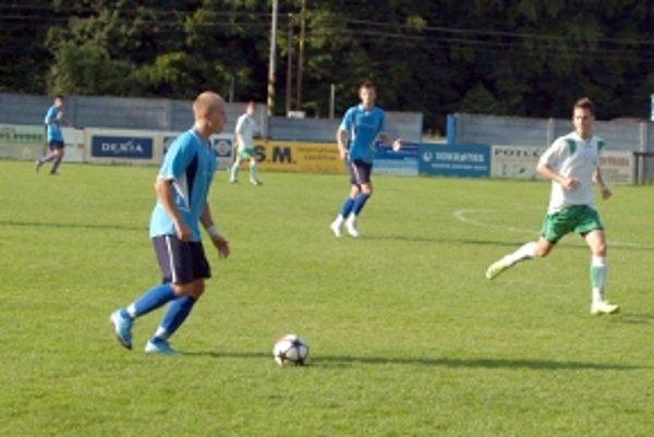 Skalická posila Vladimír Šimo (vpravo) bol strojcom víťazstva na Brezovej. Vyrobil penaltu, druhý gól dal sám a na tretí prihral.